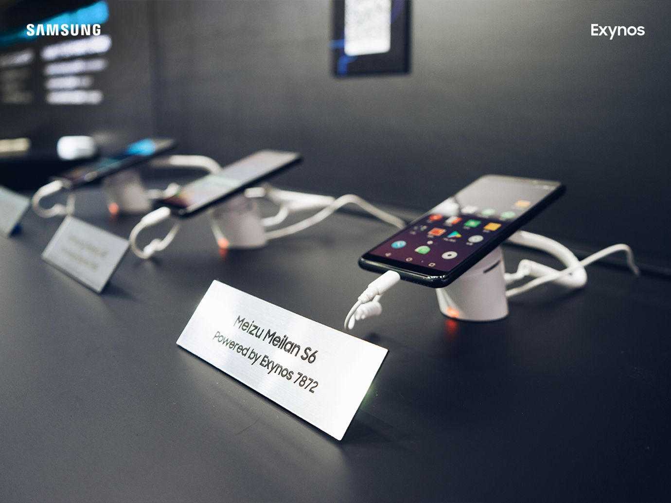 MWCSのSAMSUNGベースに魅藍S6(Meizu S6/M6s)が展示