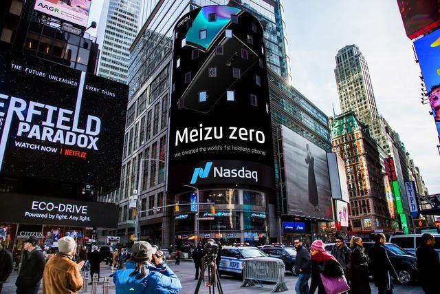 世界初のHolelessPhone、Meizu zeroをアメリカのNASDAQの巨大ディスプレイに掲載