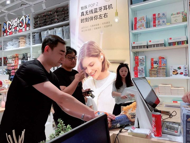 FUUNに李楠(Li Nan)氏が来店、お買い物をした様子
